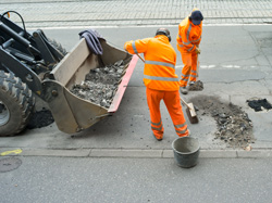 Direct Line sponsert Schlagloch-Reparaturen in Köln