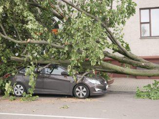 Unwetter-Schaden am Auto