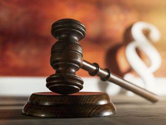 Urteil: Ehepartner darf Kfz-Versicherung kündigen